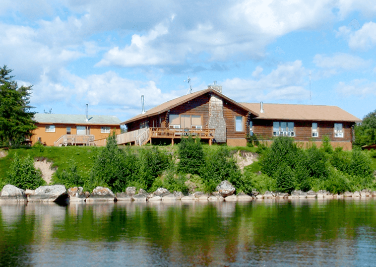 Lodge-from-lake-pic1